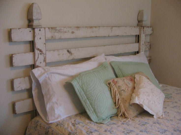 I love the fence headboard <3