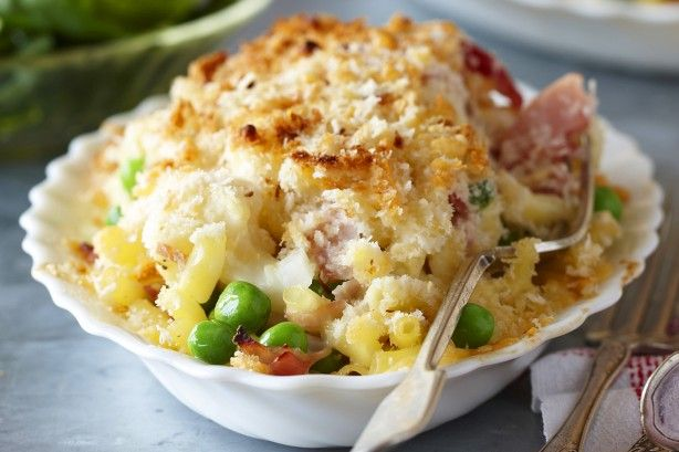 This cauliflower and ham macaroni cheese is a quick and tasty option for the kids.