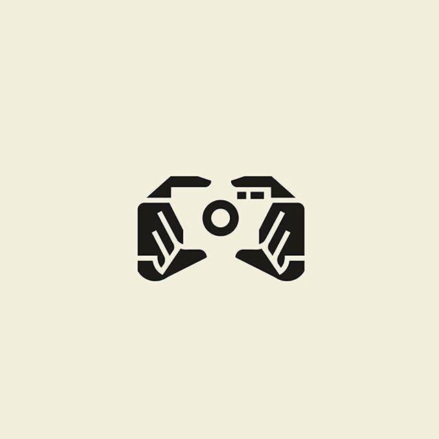 Der negative Raum mit dem positiven Raum schafft ein intelligentes Logo, das die … camera logo