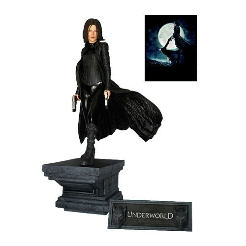 Underworld Selene 1:4 Scale Statue - Hollywood Collectibles Group - Underworld - Statues at Entertainment Earth