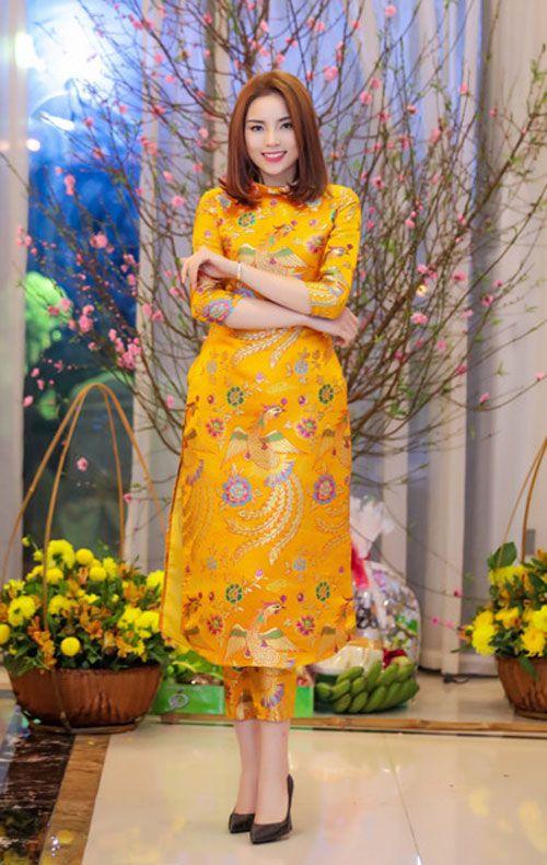 sao Việt mặc áo dài