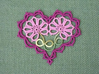 This is one I definitely want to make!  http://leblogdefrivole.blogspot.com/2011/07/daisy-heart-one-last-time_2095.html