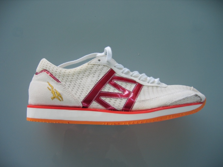 The best running shoe in the world, by Hitoshi Mimura, former master shoemaker at ASICS, now at Adidas. I met Mimura-san a few years back at his factory. See this board for more images.