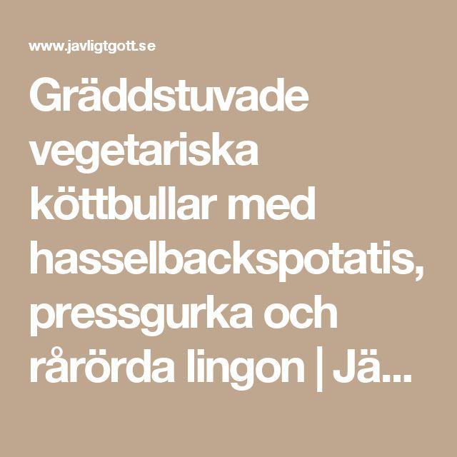 Gräddstuvade vegetariska köttbullar med hasselbackspotatis, pressgurka och rårörda lingon | Jävligt gott - vegetarisk mat och vegetariska recept för alla, lagad enkelt och jävligt gott.
