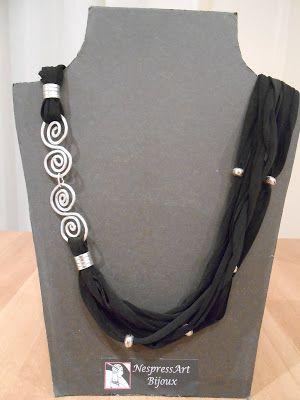 Con trapillo y alambre.Combine silver wire with finer. Love it.