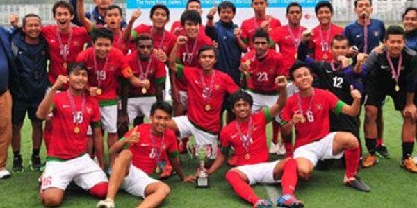 Persebaya Siap Rekrut Tujuh Pemain Timnas U-19 - http://www.sundul.com/berita-bola/liga-indonesia/2013/11/persebaya-siap-rekrut-tujuh-pemain-timnas-u-19/