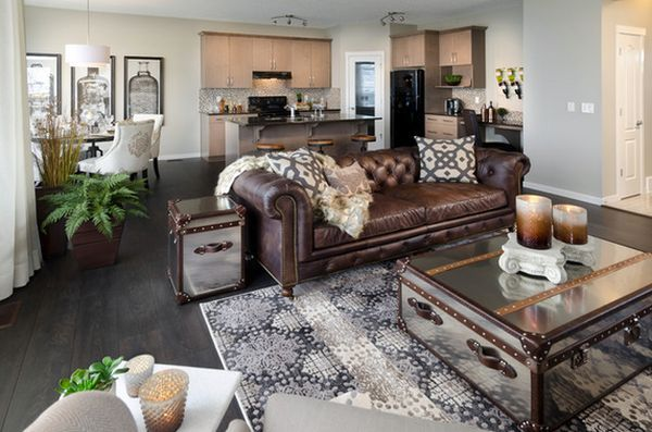 5. Expose leather items or furniture! Leather sofa and chairs are definitely a must for steampunk admirers. It's one of the most important materials used to define this trend. Not only comfortable, but also elegant, this material increases the luxury level of your home.