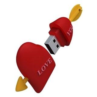 Интересный, забавный, а, главное, функциональный сувенир - флешка 16Gb - Iconik Сердце RB-HEART-16GB послужит замечательным подарком для коллег и друзей, ценящих юмор! Подарит заряд хорошего настроения, а так же, возможно, послужит хорошим началом коллекции необычных флешек!