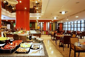 Mercure Budapest City Center Hotel - Positioned in the heart of Budapest's pedestrian quarter on fashionable Vaci Street, close to shops, the casino and cruise ship terminals, the Mercure Budapest City Center extends a warm welcome to all its guests. 1849