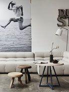een mooie grote zwart-wit of sepia poster zou mooi staan boven je zitbank..