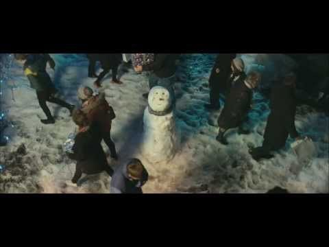 Touching 2012 Christmas ad by John Lewis: Snowmen love story - YouTube