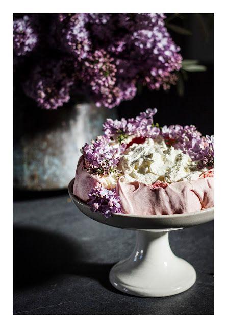 Lilac pavlova