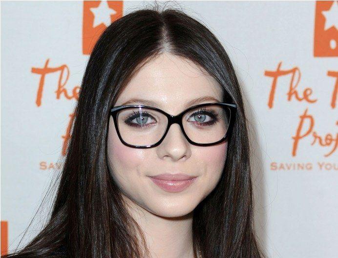 194c4c82e Óculos Para quem tem Rosto Pequeno – Veja Como Escolher óculos ideal para  quem tem rosto pequeno e também os fatores que devem ser observados na  escolha