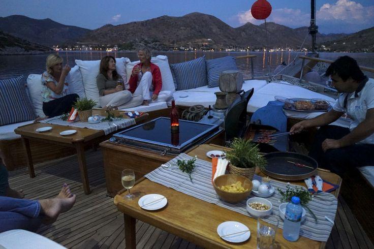 We hebben een heerlijke vakantie gehad, de crew is helemaal top net zoals het eten. We gaan zeker nog een keer zeilen met Ventus, ook op onze kinderen heeft de vakantie veel indruk gemaakt, ook zij komen zeker met vrienden zeilen. Bedankt voor de goede begeleiding, en de heerlijke vakantie...mei 2016 - private yacht