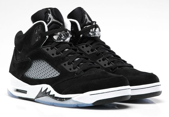 Nike Air Jordan V Oreo's... another costly European import winging their way to #Dubai. Feel about 14 again!