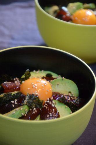まぐろの漬け丼、卵黄アボカドトッピングは最強。 by ジュンジュンさん ...
