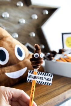 No. 2 Pencils LOL! Perfect Emoji Party Favor. Love all these ideas for an Emoji Party! via @PagingSupermom