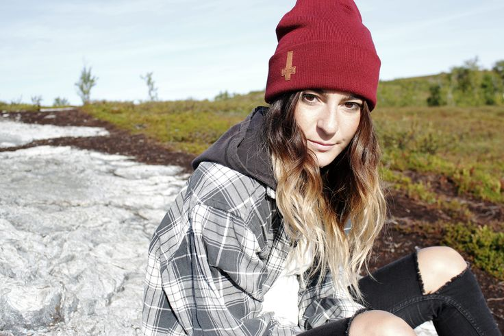 Lucifer beanie, knitted in Sweden, patch made of waste vegtanned leather, sewn in Åre