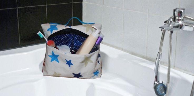 Suite aux ateliers couture Self Tissus, découvrez le tuto Vanity et confectionnez vous-même une grande trousse de toilette élégante pour vos voyages !
