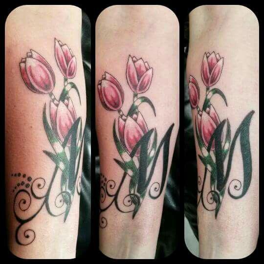 Mijn eigen Tattoo.  Favoriete bloem de tulp en letter M van m'n kanjer.  Gezet door Tattoo Karin Heinhuis-Godwaldt :-)