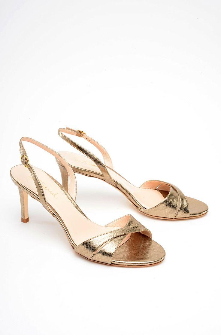 Sandalo in pelle con tacco, open toe, fascette incrociate sul fronte, cinturino regolabile alla caviglia con fibbia, tacco 7,5 cm  Euro 128