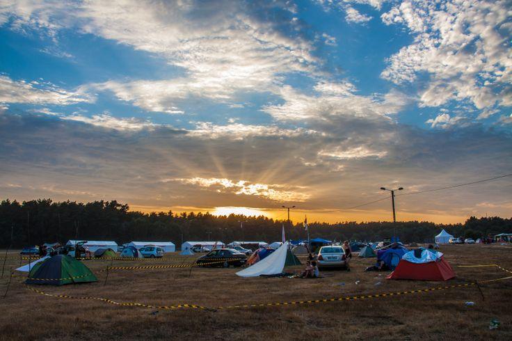 Zachodzące słońce na Woodstockowym Polu #woodstock2013 fot. Anna Migda