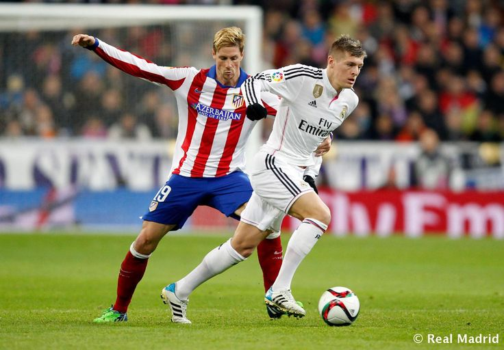 Toni Kroos of Real Madrid in action against Fernando Torres pf Atlético de Madrid during the Copa del Rey round of 16 second leg match between Real Madrid and Atletico de Madrid at Estadio Santiago Bernabeu on January 15, 2015 in Madrid, Spain.