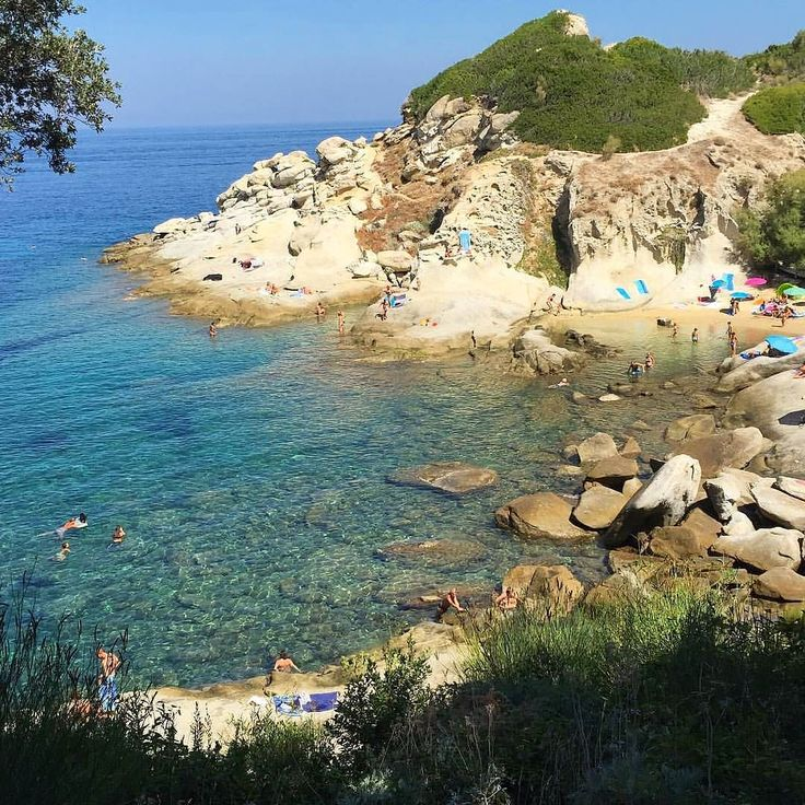 Il tempo non è dei migliori ma tra poco ritorna la vera estate! Qui la foto della spiaggia del #cotoncello a #marciana nello scatto di @sidvicious65. Continuate a taggare le vostre foto con #isoladelbaapp il tag delle vostre #vacanze all'#isoladelba