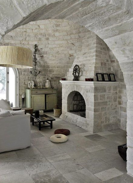 Средневековый замок в Италии / IP Neo