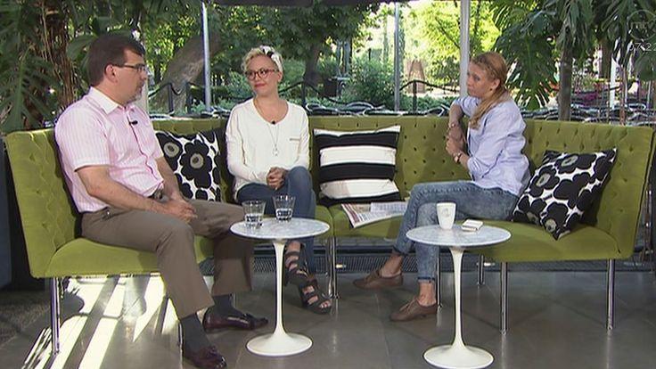 Nina Rahkola (oik.) haastatteli Aito avioliitto ry:n tiedotussihteeri Pasi Turusta ja Tahdon2013 -ka... - ,
