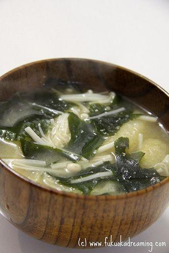 Miso Soup Recipe (わかめ・えのき・あげの味噌汁) Seaweed, Enoki Mushrooms and Deep-fried Tofu