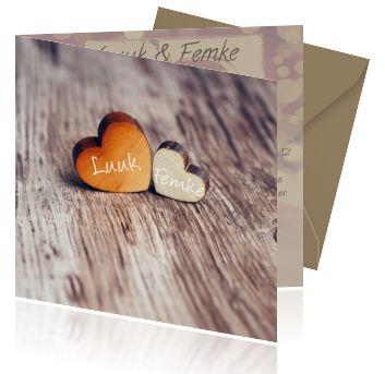 Jubileumkaarten maken voor 12,5 jaar getrouwd. Een uitnodiging met een houten achtergrond en hartjes. Een leuke kaart voor een feestje!