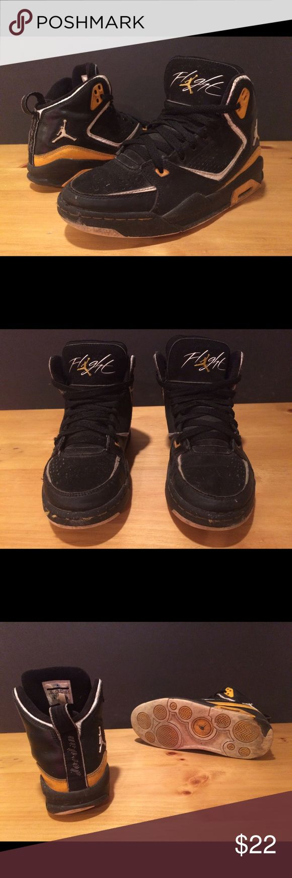 Boy's Size 5Y Jordan Flight Hightop Shoes Boy's Size 5Y Jordan Flight yellow & black Hightop shoes. See photos and please message with any questions! :) Jordan Shoes Sneakers