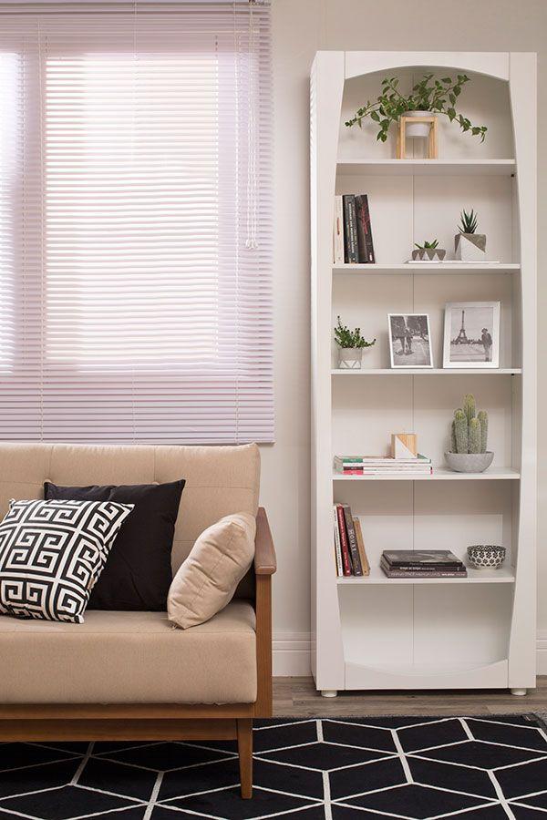 Você sempre fica em dúvida sobre qual a estante de livros perfeita para a sua casa? Ou qual o melhor cantinho para colocá-la? Venha aprender isso e como organizar seus livros neste post.