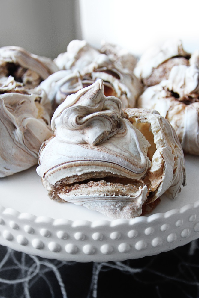 French chocolate meringues. By Smäm.