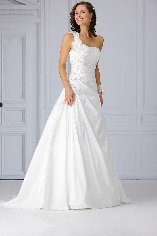 http://www.weddingwonderland.nl/bruidsmode/tres-chic-bruidsmode/tres-chic-sn4022/