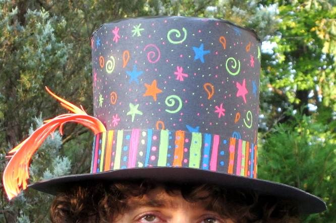 Paper Top Hats. This one looks really easy! Can be decorated any way!