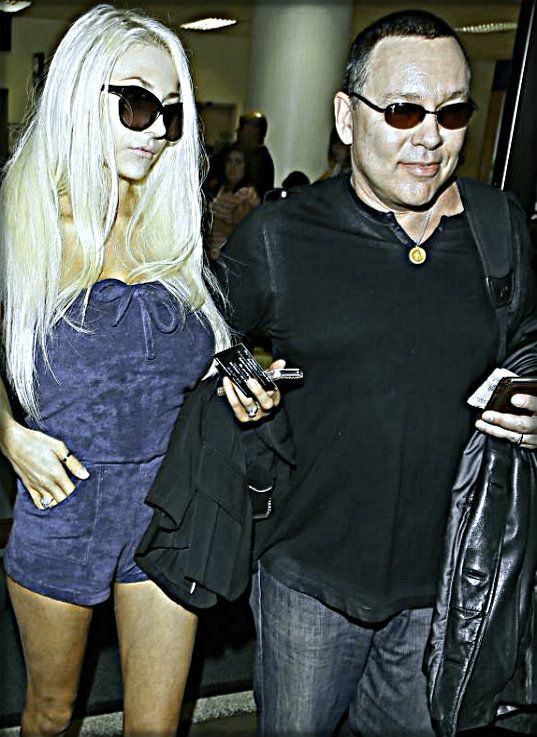 Big Brother star Courtney Stodden provides split from her husband, Green Mile star Doug Hutchison. According to reviews in the U.S. the questionable several are going their separate ways after two-and-a-half decades wedding. The younger bride threw...
