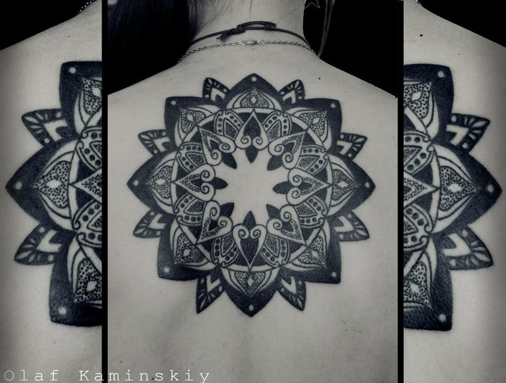 художественная татуировка геометрия на спине графика linework blackwork dotwork