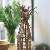 Une carafe en verre habillée de lanières de cuir - Marie Claire Idées
