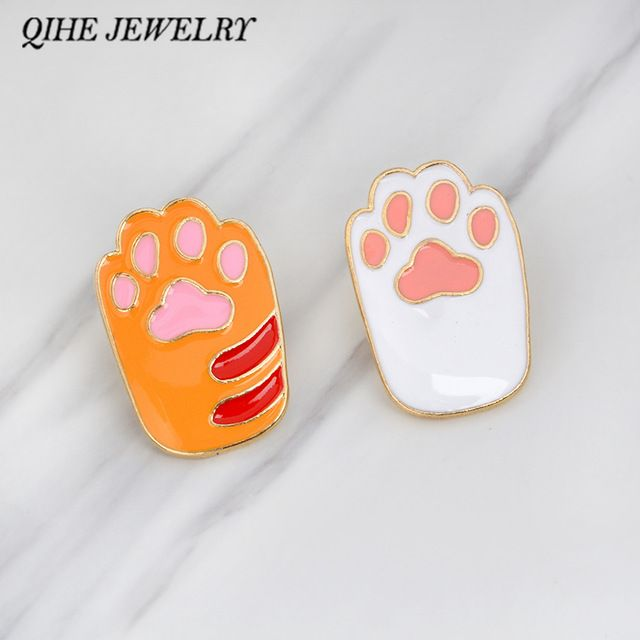 QIHE SIERADEN Broches & pins Pet poot print emaille pin kat hond poot sieraden Dier lover knop icoon decorating badge rugzak
