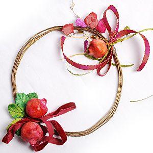 Κολαΐτου - στεφάνι από σύρμα και πήλινα λουλούδια