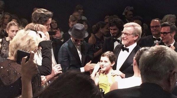 Applaudissements fournis pour Steven Spielberg er son bon gros géant. #Cannes2016 http://place-to-be.net/index.php/cinema/en-salles/1923-le-bon-gros-geant-realise-par-steven-spielberg