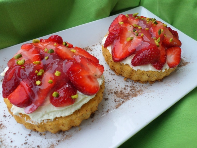 Strawberry tartlet with mascarpone cream | Mascarpone Erdbeertörtchen