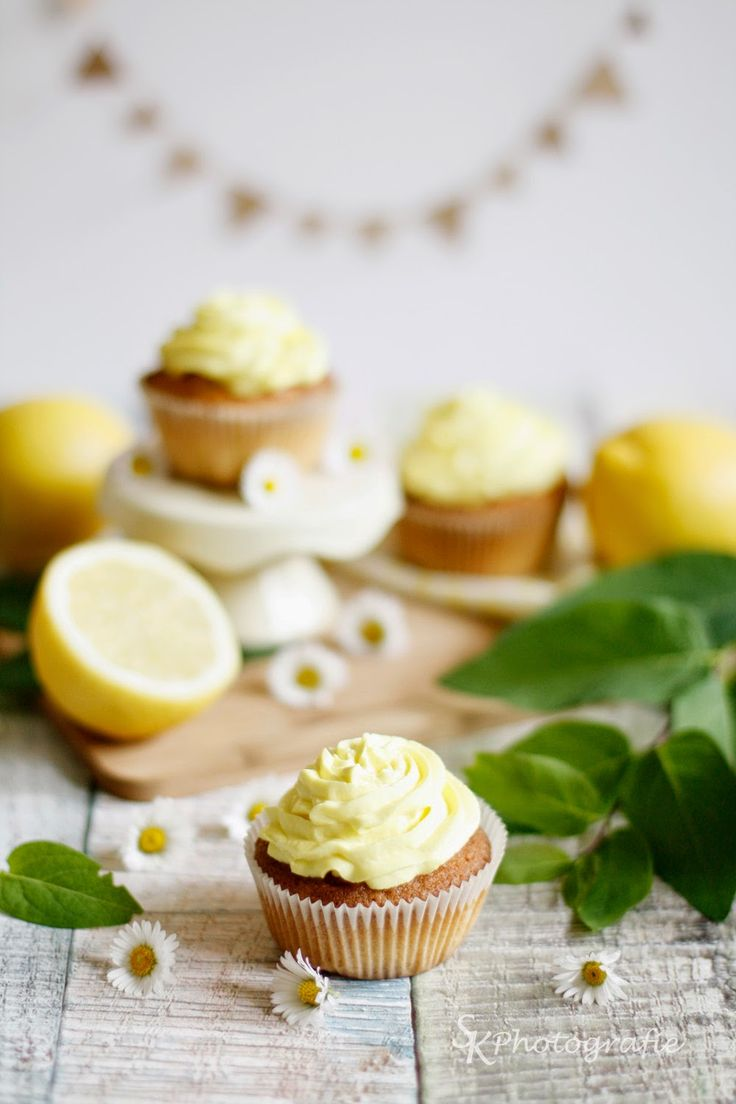 lemon cupcakes with mascarpone frosting