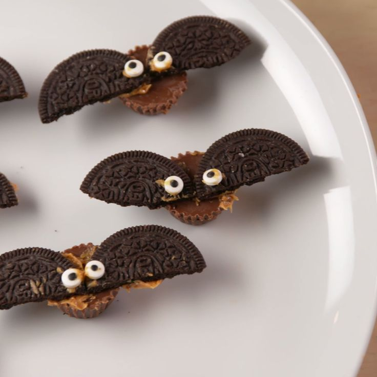 These will fly away at your next Halloween party! #food #kids #easyrecipe #recipe #halloween #halloweenparty #halloweenpartyfood #holiday #ideas #triedit