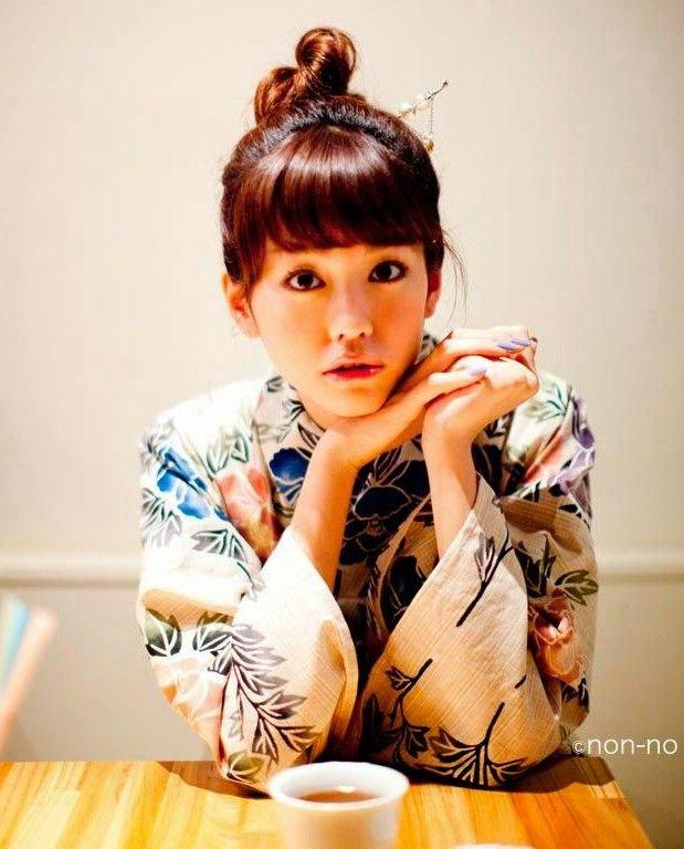 See more of my Marei Kiritani in kimono gallery on my blog: https://dennysinnoh.wordpress.com/2015/06/01/kimonos-on-monday-japanese-actress-mirei-kiritani/