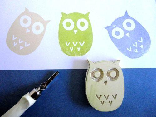 Cómo hacer sellos de caucho con forma de búho. http://www.tuteate.com
