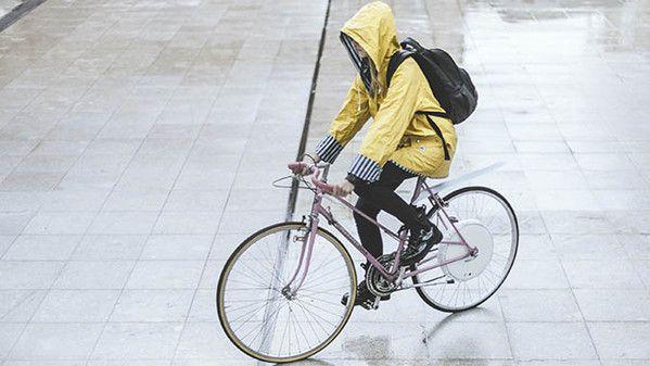 FlyKly:自転車を電動にする車輪 «  WIRED.jp バッテリーはペダルを漕げば充電される