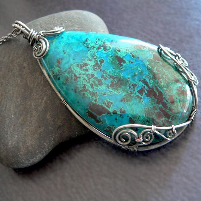 Framed cabochon pendant -- easy and elegant | JewelryLessons.com